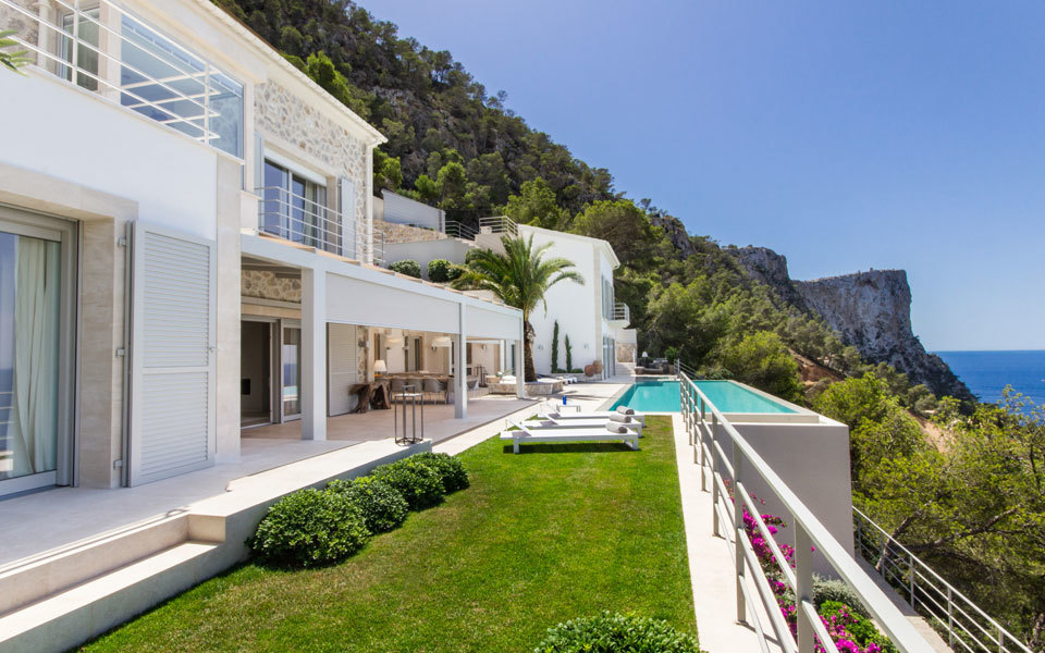 Outside the house, garden, swimming pool and views to the sea.